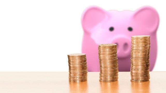 少ない収入でお金を貯める方法は?貯金できない家計の共通点についても